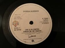 DONNA SUMMER . LOVE IS IN CONTROL ( FINGER ON THE TRIGGER )  QUINCY JONES . 1982