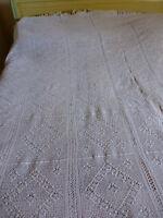 blanc  dessus de lit ancien crocheté main coton =beau travail !!!!!+pompons .!!!