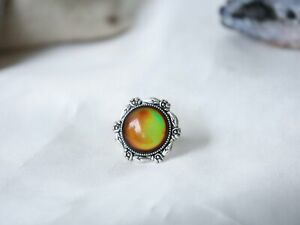 Rose Mood Ring with Iconic Features
