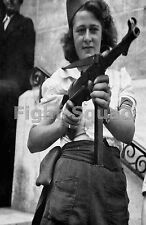 WW2 Picture Photo French resistance Simone Segouin with a German MP 40  2134