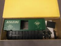 HO SCALE ACCURAIL READING PS-1 40' BOX CAR KIT