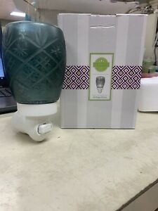 "Scentsy ""VINTAGE GLASS"" Green PATTERN  Glass Wall Plug In Mini  Wax Warmer ~ NEW"