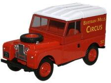 """Oxford LAN188017 Land Rover 88"""" Series 1 Bertram Mills Circus 1/43 Scale T48 Pos"""