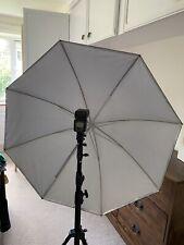 Detachable studio lighting umbrella with speedlight mount