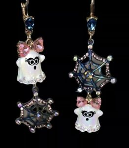 New Betsey Johnson Dangling Ghost Earrings With Pink Crystal Bow & Spider Web