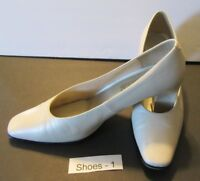 Ivory Pearl Shoes Pumps Heels 9-2-5 So Soft Size 7 M - S1