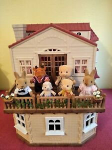 Sylvanian Families Haus -Stadthaus- mit Einrichtung, Gardinen und Figuren