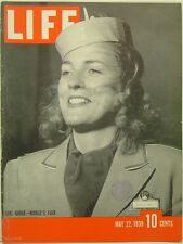 1939 Life Magazine: New York World's Fair Girl Guide Barbara Wall/Patty Berg