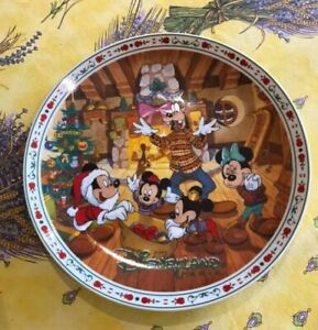 Disney rare plate from Japan, Xmas design Mickey and friends