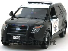 2015 FORD INTERCEPTOR POLICE UTILITY CHP BLACK/WHITE 1:24 BY MOTORMAX 76955
