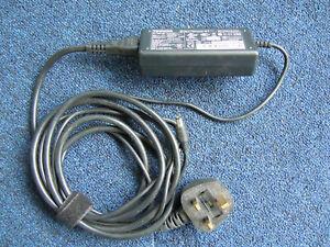 Toshiba Original AC/DC power adapter - PA3377E-2ACA 15V 4A
