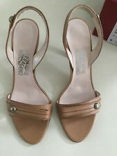 Original Damen Schuhe von Salvatore Ferragamo Gr. 38.5 Farbe: Beige NEU