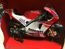 New Ray 1/12 2015 Ducati MotoGP Racing Motorcycle A Diovisioso #04 - 57723