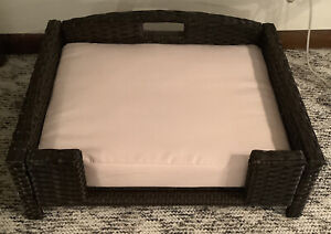 Rattan/Wicker Pet Sofa Raised Bed With Foam Cushion Waterproof Cover Used Wicker