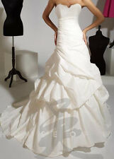 Authentic New store sample wedding dress gown Private collection size 12 ivory