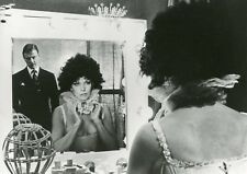 "KIM NOVAK EDWARD FOX ""LE MIROIR SE BRISA"" AGATHA CHRISTIE VINTAGE PHOTO CM"