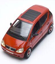 Mercedes Benz A 140  A-Klasse Kleinwagen rot lackiert, Maisto, OVP, 1:18, K053