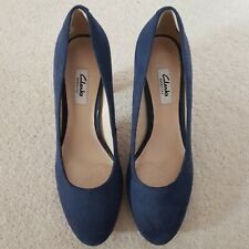 """Clarks Narrative """"Kendra Sienna"""" Ladies Navy Blue Suede Court Shoes Size 6 / 39"""