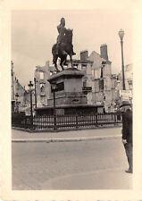 Denkmal mit Wegweiser Paris Frankreich