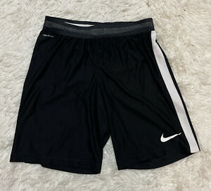 Nike men's AeroSwift Strike Soccer Short Black 725872-015 Sz M
