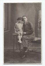 BP251 Carte Photo vintage card RPPC Enfant jeune fille et grand frère assis