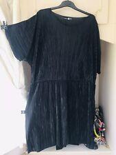 -BOOHOO- BLACK PLISSE STRETCH RAW EDGE Blogger FAV SHIFT DRESS SIZE 24/26  £30!