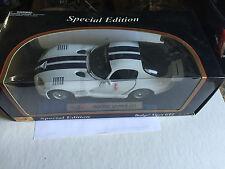 Maisto Dodge Viper GT2 White & Blue w/ Wing # 31845 1:18 New In Box