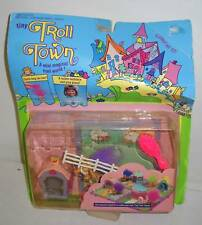 #7875 RARE NOC Galoob Tiny Troll Town Happy Pink Barn Playset