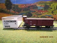 Wagon couvert avec vigie 5380 Fleischmann  pour locomotive Fleischmann4