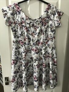 New Look Ladies White Mix Floral Dress Size 22