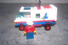 LOT LEGO - [ CAMIONNETTE + 1 FIGURINE ]