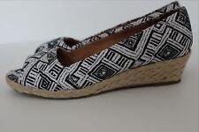 "Comfortable NATURALIZER Black & White Satin Peep Toe 1.5"" Woven Wedge Heel 8.5 M"