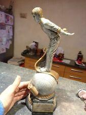 Superbe Grand Trophée de Concours au Joueur de Pétanque sur sa Boule : Résine