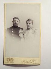 Freiberg i. S. - Soldat in Uniform und Frau im Kleid - Portrait / CDV