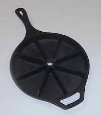 Lodge USA Cast Iron Corn Bread Cake Biscuit Skillet Pan Wedge 8 Section D2 8CB