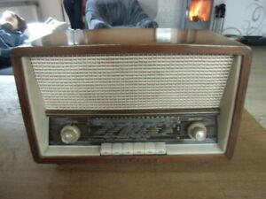 Loewe Opta Bella, Type: 32011 - altes, kleines Röhrenradio