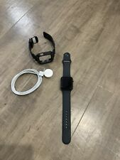 Apple Watch Series 3 42mm Space Gray (GPS) two watch bands