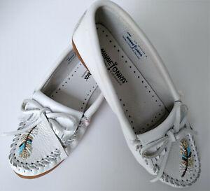 Minnetonka Womens White Leather Beaded Fringe Moccasins Flat Shoes Size 7.5 NEW