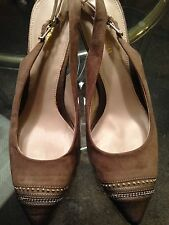 ~NEW~Womens Dressbarn  Taupe cut out heels shoes size 8 GOLD BEADS