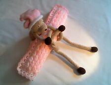 Couverture berceau avec ours réalisés au crochet
