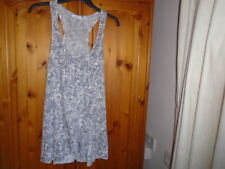 1 Grey and white pattern hip length sleeveless top, frill detail, NEW LOOK sz 10