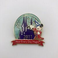 Disney Official Trading Pin Mickey 2011 Disney Rewards Cardmember Exclusive