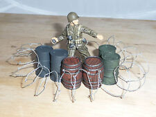 1/32 SCALE SOLID RESIN PAINTED OIL DRUMS / BARRELS & BARBED WIRE, FOR DIORAMAS