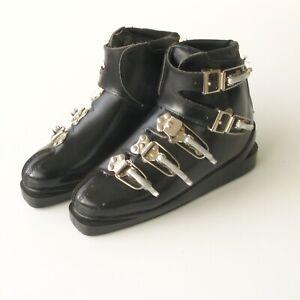 Chaussures de ski  ancienne a crochets  - Plastique Noire Taille 40  Comme neuve