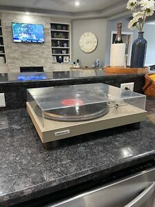 Beautiful Pioneer PL 518 Vintage Turntable.. Ready to use right out of the box.