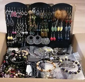 Modeschmuck, ca. 300 Teile Ohrringe, Ketten, Armbänder für Flohmarkt geeignet