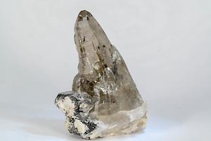 uranium mineral *URANPYROCHLORE in QUARTZ* with Pleochroic halo from Afghanistan