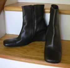 """Banana Republic Dark Green Leather Ankle Boots Womens 8.5 Wedge Heels 3"""" Italy"""