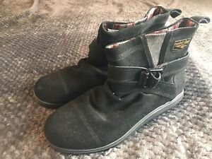 ROCKET DOG SIZE 8 / 41 BLACK SUEDE LEATHER BOOTS PULL ON FLAT BUCKLE TRIM