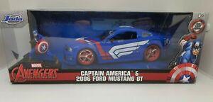 Captain America - 1:24 2006 Ford Mustang GT plus Figurine - Marvel Jada Toys